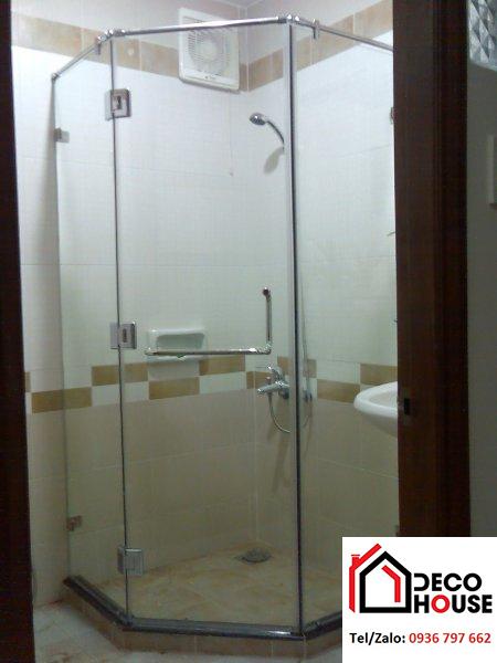 Phòng tắm kính cường lực 135 độ