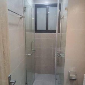 Vách kính phòng tắm nhỏ