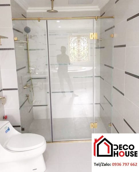 Mẫu phòng tắm kính phụ kiện mạ vàng