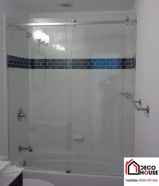 Thi công phòng tắm kính cường lực cửa lùa