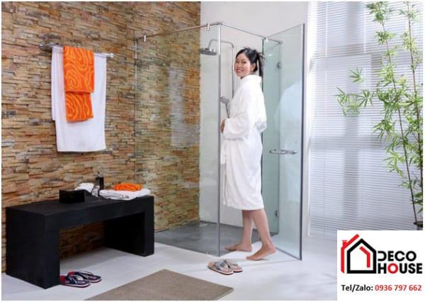 Mẫu phòng tắm kính cửa mở 90 độ