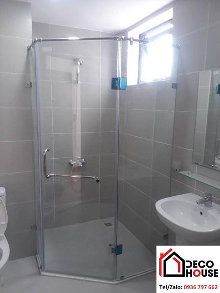 Vách tắm kính cường lực cho nhà vệ sinh nhỏ