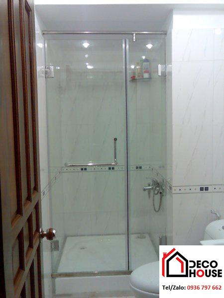 Phòng tắm kính cường lực cho nhà vệ sinh nhỏ