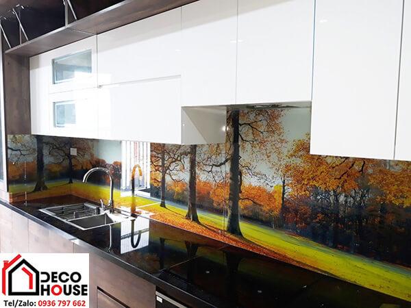 Kính cường lực ốp tường bếp in tranh phong cảnh đẹp