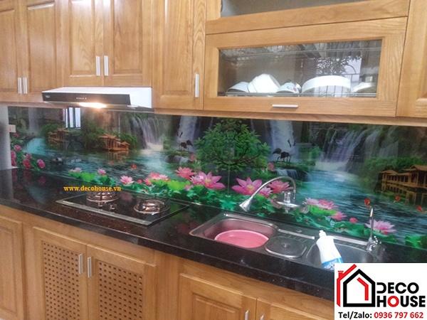 Kính ốp bếp phong cảnh hồ nước, hoa sen