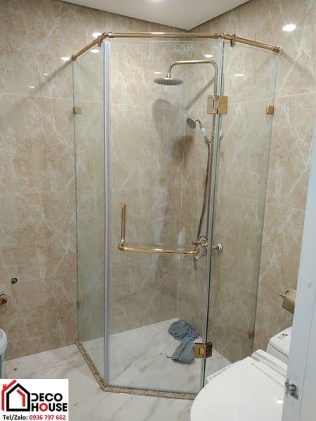 Vách tắm kính 135 độ phụ kiện mạ vàng