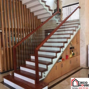 Cầu thang kính tay vịn gỗ Lim không trụ