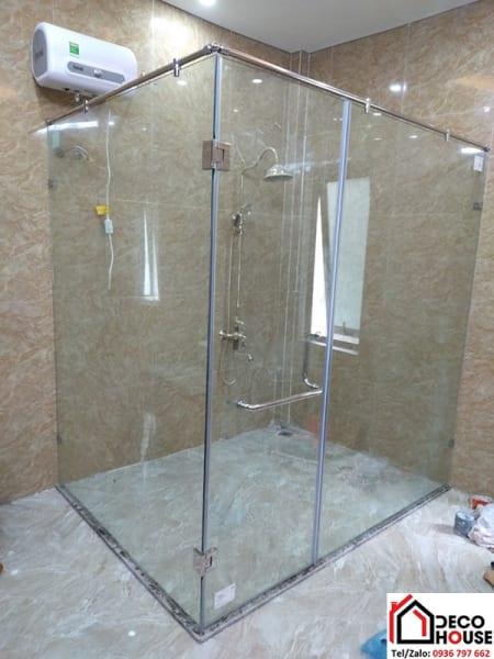 Thi công phòng tắm kính 90 độ rộng