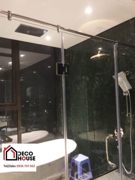 Vách kính nhà tắm cửa mở 3 tấm