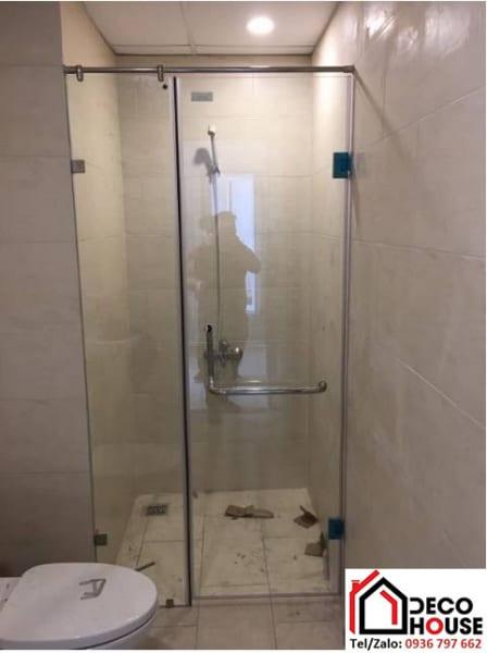 Vách kính phòng tắm nhỏ ngăn phòng