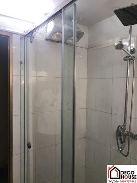 Vách kính phòng tắm thẳng