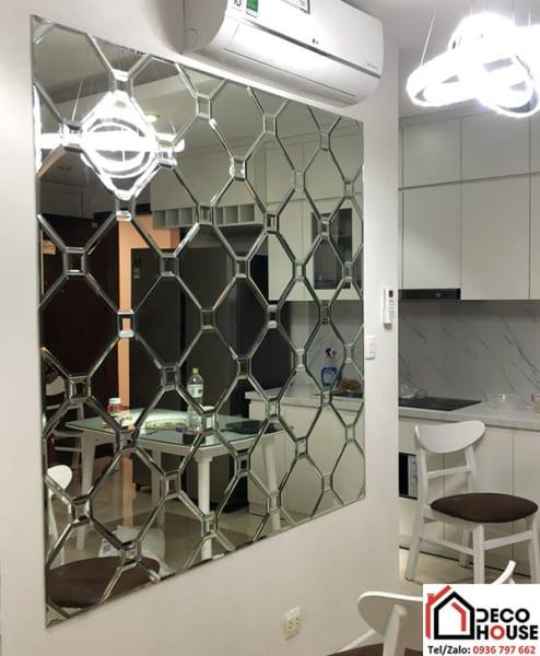 Gương dán tường trang trí phòng bếp đẹp