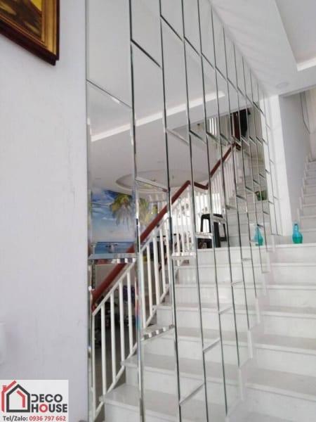 Gương ghép dán tường trang trí cầu thang