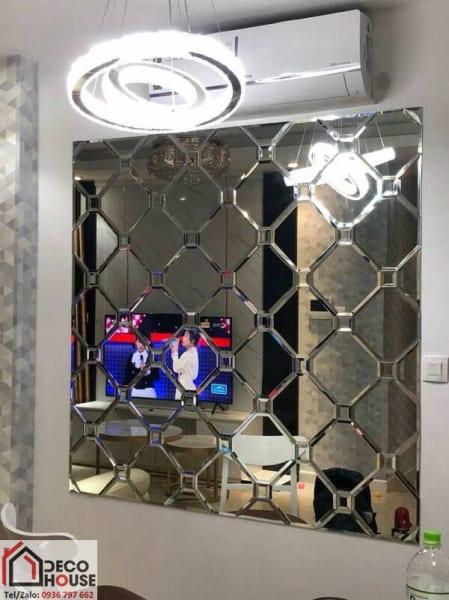 Gương ghép ô dán tường phòng khách đẹp