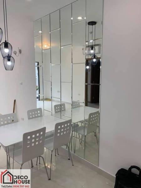 Gương ghép ốp tường nhà bếp