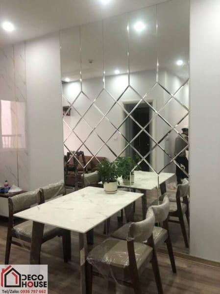 Gương ốp tường trang trí bàn ăn