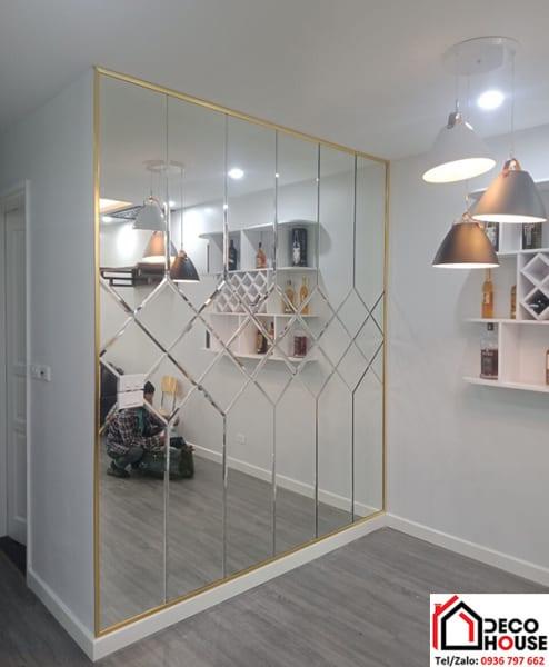 Gương ốp tường trang trí phòng khách đẹp