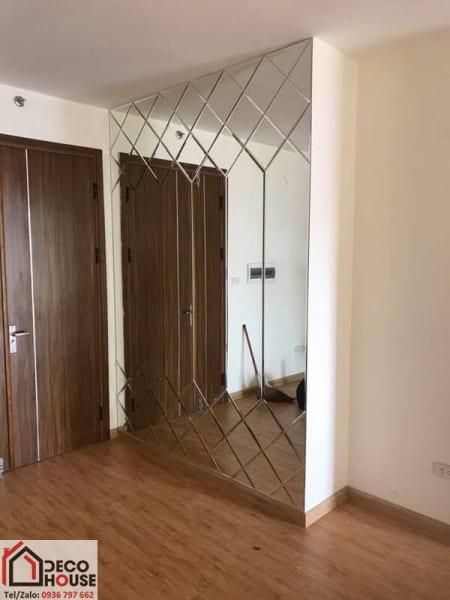 Lắp đặt gương ghép dán tường tại Hà Nội