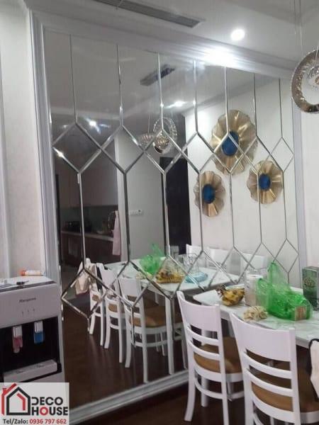 Mẫu gương trang trí khu bàn ăn