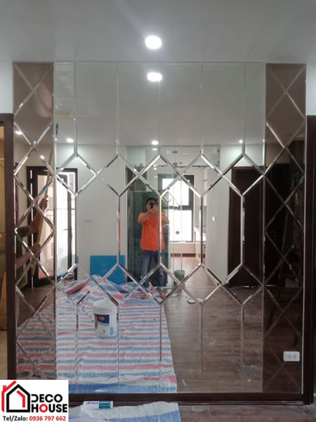 Thi công gương ghép trang trí phòng khách chung cư